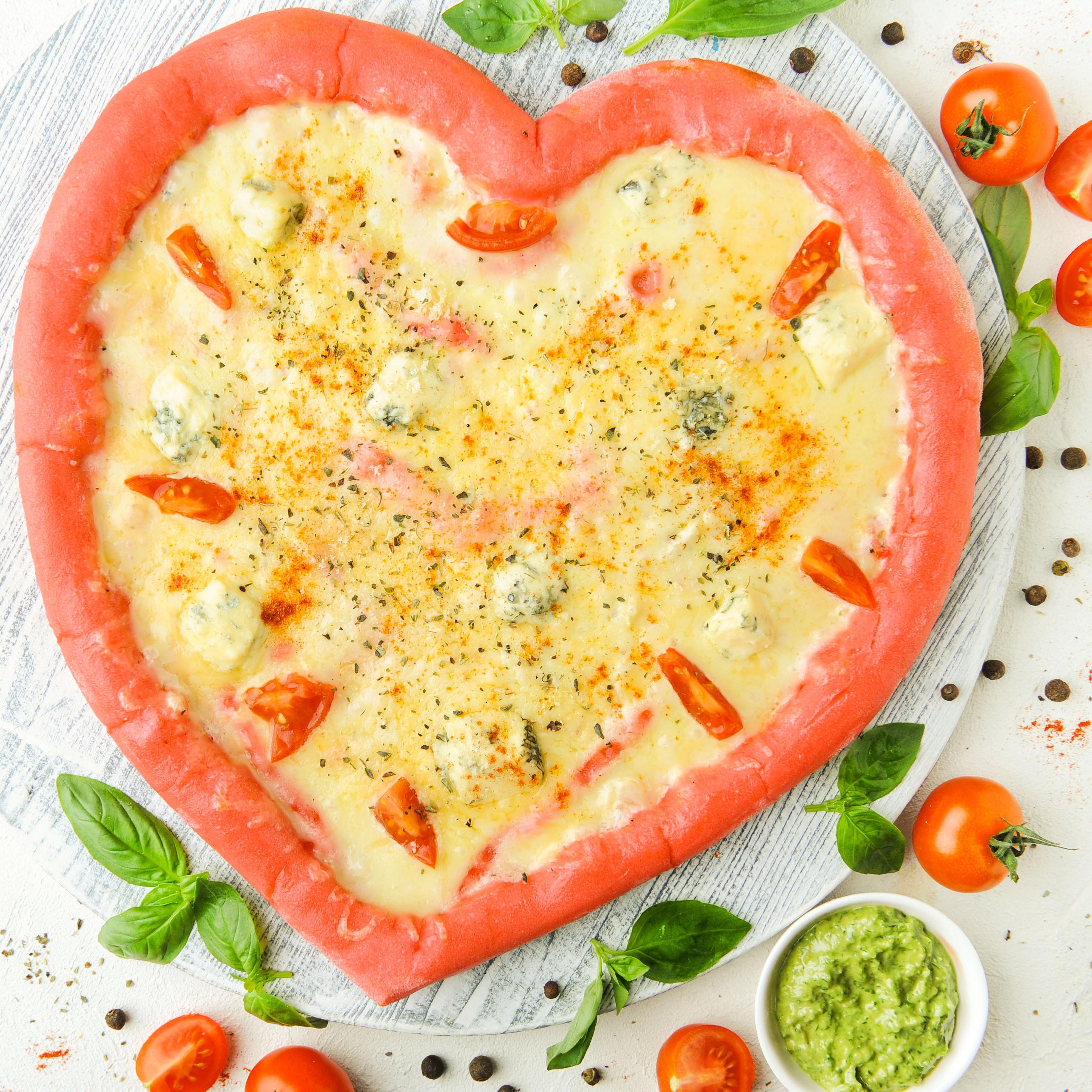 Пицца-сердце 4 сыра (не более 1 шт в один заказ)